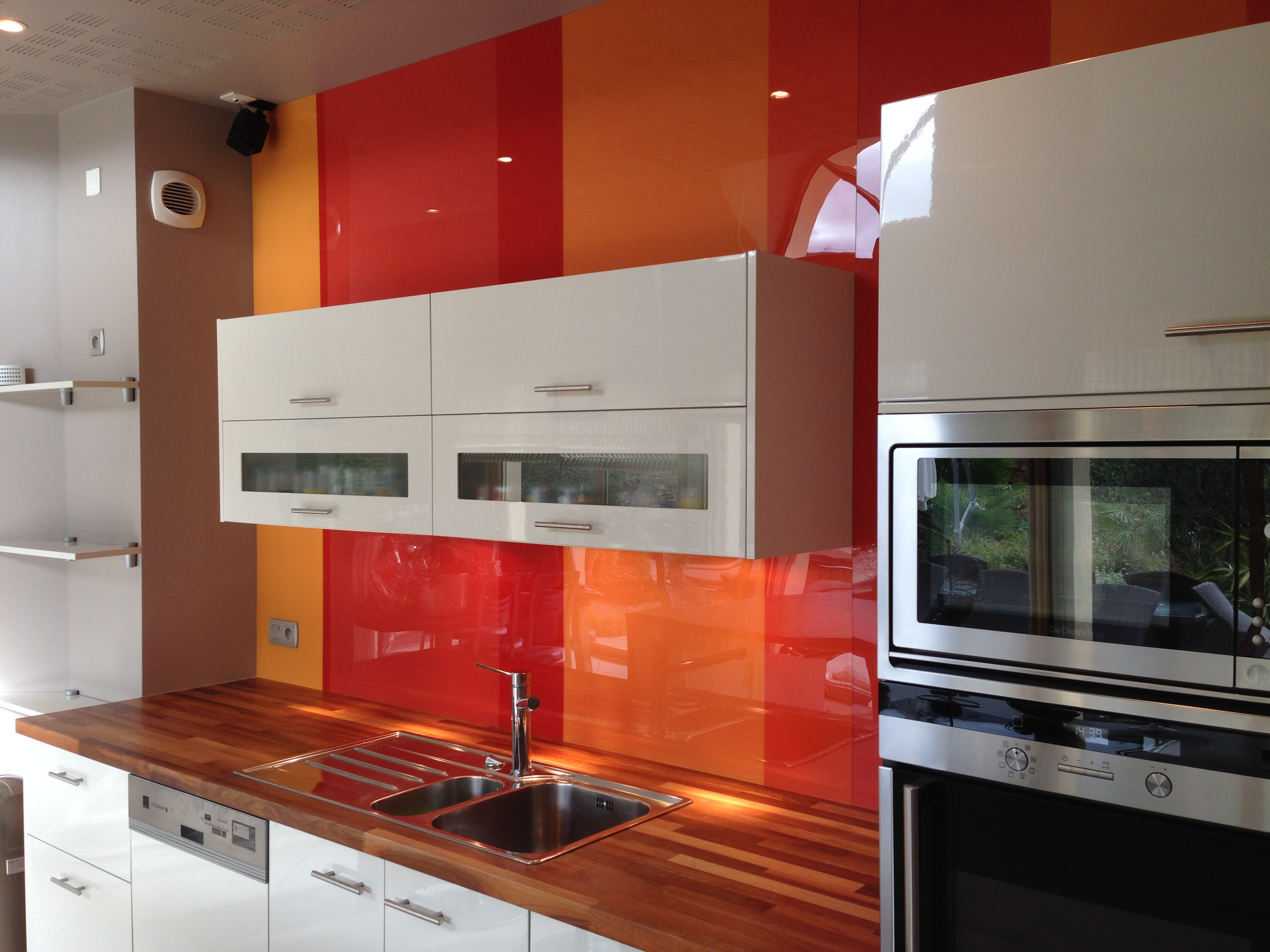 La cuisine s habille de rouge le blog d 39 arthur bonnet for Deco cuisine orange blanc