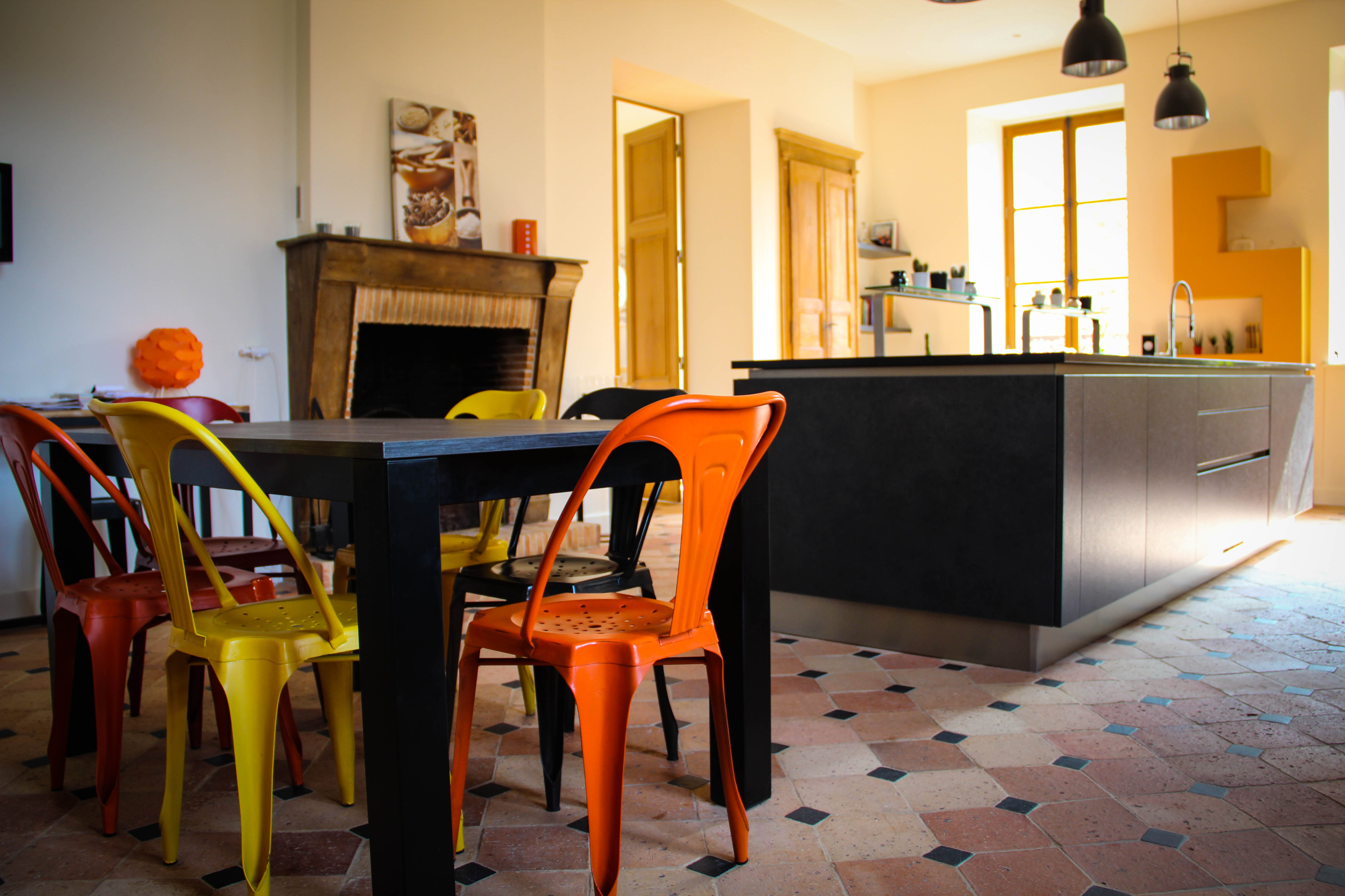 Affordable chaises tolix colores with table et chaises de for Table et chaises de cuisine design