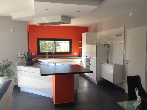 La couleur orange r investit la cuisine le blog d for Peinture orange cuisine
